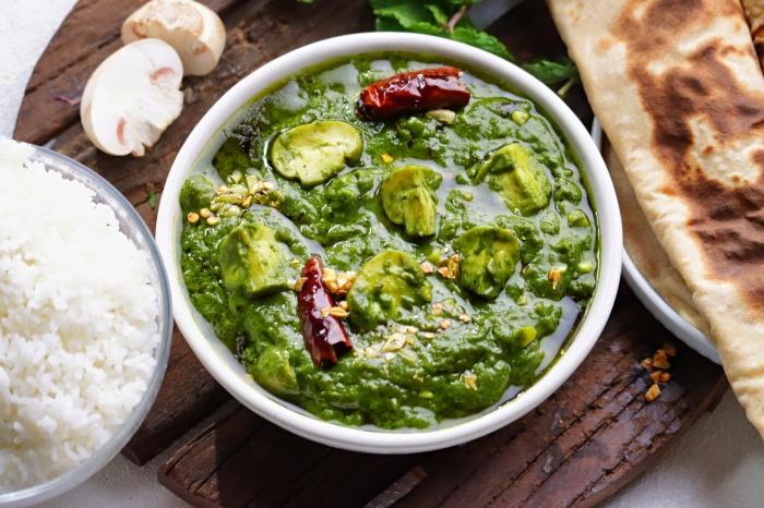 Garlic Palak Mushroom   Dabha Style Lasooni / Garlic Palak Mushroom Curry   Palak Mushroom Curry