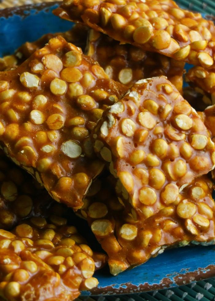 Putnala Chikki - Candied Roasted Bengal Gram | How to make Putnala Chikki